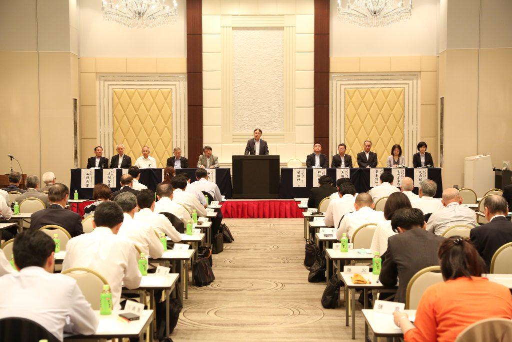 「局・署・会」合同会議の東京国税局 課税第一部長 藤田伸一様による御挨拶の様子